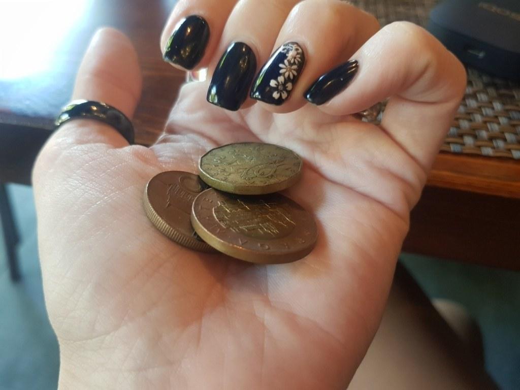 монеты, еда, траты