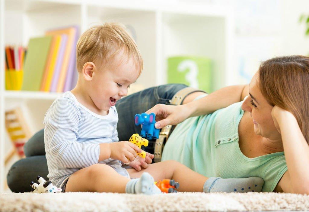 ребенок, игрушки, мама