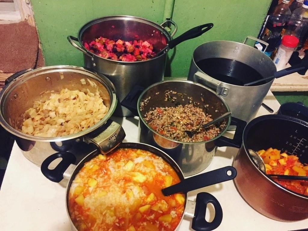 еда, Как жительница Питера кормит тысячи нуждающихся и не тратит деньги