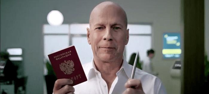 Брюс Уиллис, паспорт, ручка