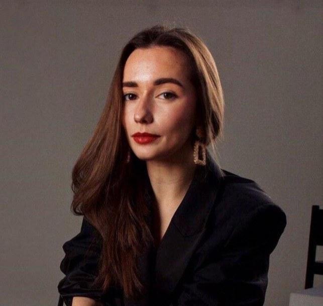 Алена Горячева,  стилист-имиджмейкер, администратор популярного телеграм-канала «Дьявол носит H&M»