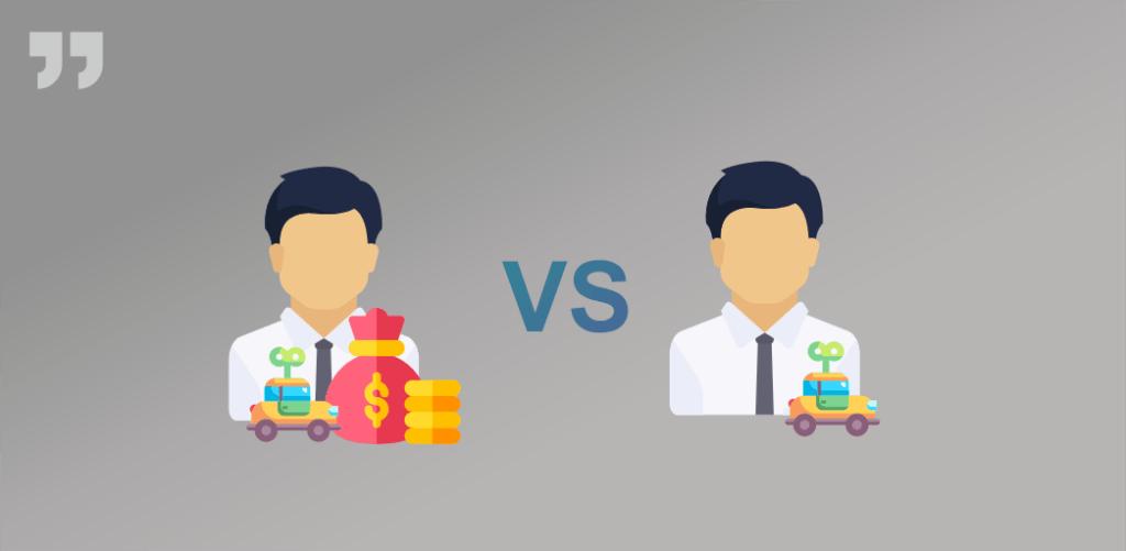 человек стоит с машинкой и без денег, человек стоит с машинкой и деньгами