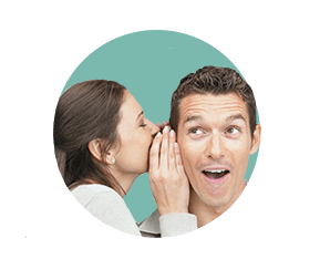 человек шепчет на ухо