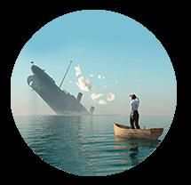 человек бежит с тонущего корабля