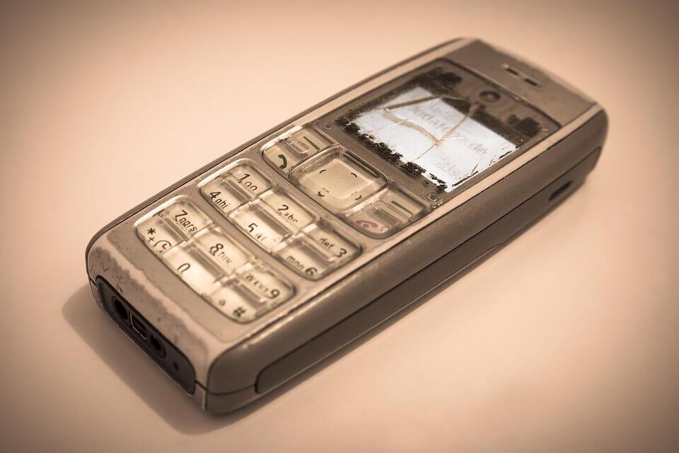 Image for Вам нужен новый мобильник - старый уже совсем плох, глючит, сенсор не работает, камеры мыльная. Покупку вы решили сделать онлайн. Но как именно?
