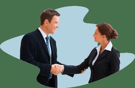 Руководитель держит клиента за руки