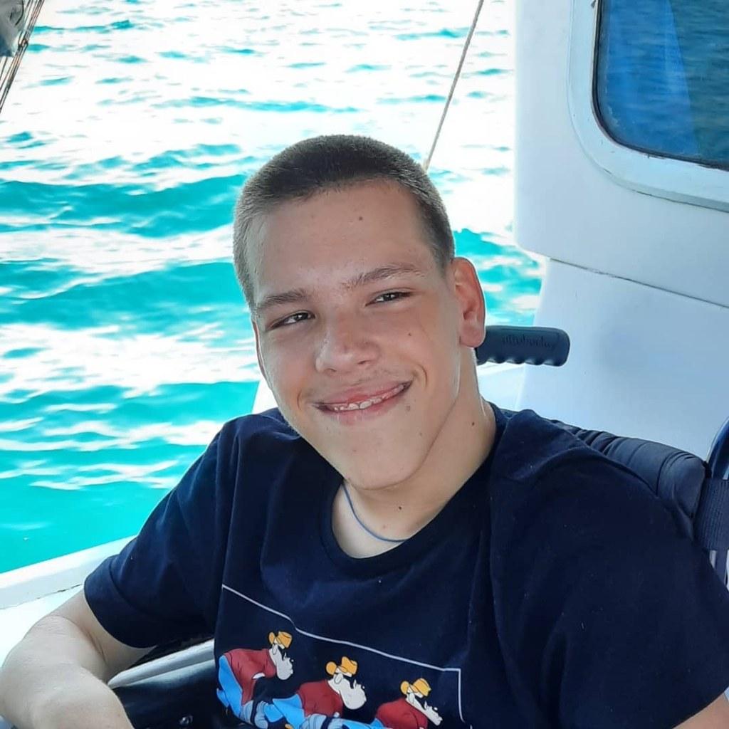 Валентин Щанович — 16-летний подросток из Санкт-Петербурга.
