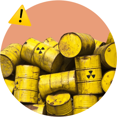бочки нефти, мусор