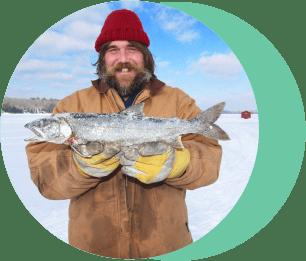 Рыбак с уловом.