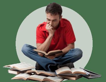 мужчина чтение книги