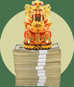 Китайский бог Цай-Шэнь сидит на пачке денег