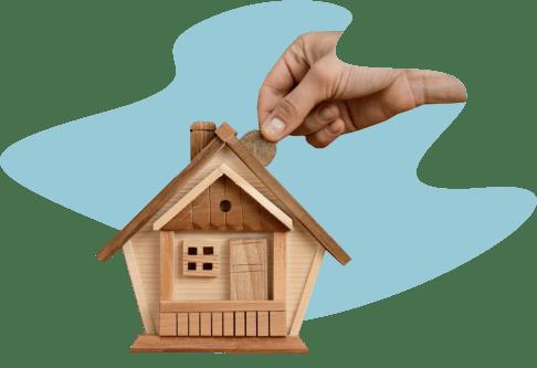 Деревянный домик копилка