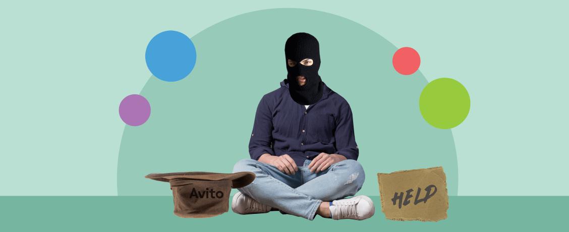 Мошенник в черной маске собирает милостыню в шляпу