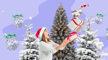 Девушка ловит подарки на фоне новогодних елок