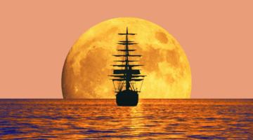 Корабль со спущенными парусами уходит в закат