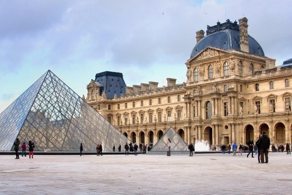Лувр, Париж, Франция: 45,5 млрд долларов
