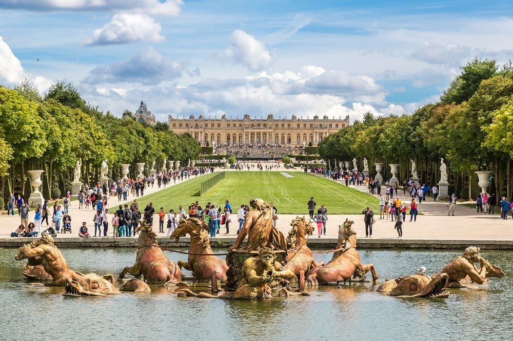 Версальский дворец, пригород Парижа, Франция: 51 млрд долларов