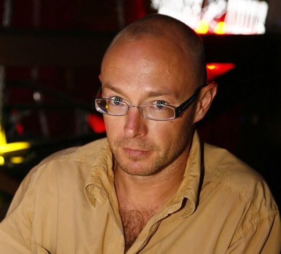 Юрий Дромашко — промышленный майнер с 2016 года, живет в Иркутске. Ведет блог о криптовалютах на YouTube (50,4 тысяч подписчиков)