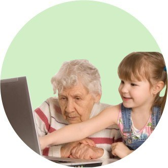 Помогать с компьютером и смартфоном