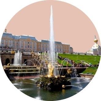 На открытие фонтанов в Петергоф