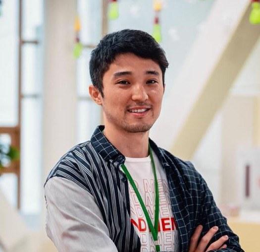Улан Усенов — учитель химии из Казахстана, прославившийся в «ТикТоке»