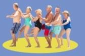 Как уехать зимовать в теплые края на небольшую пенсию. Фото: Wavebreakmedia